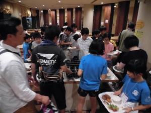 夕刻、USJに近い宿舎へ移動し、夕食